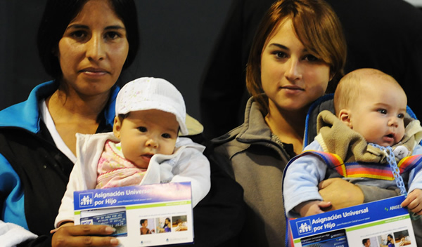 Mães e crianças beneficiárias do AUH Foto: Portal del sur