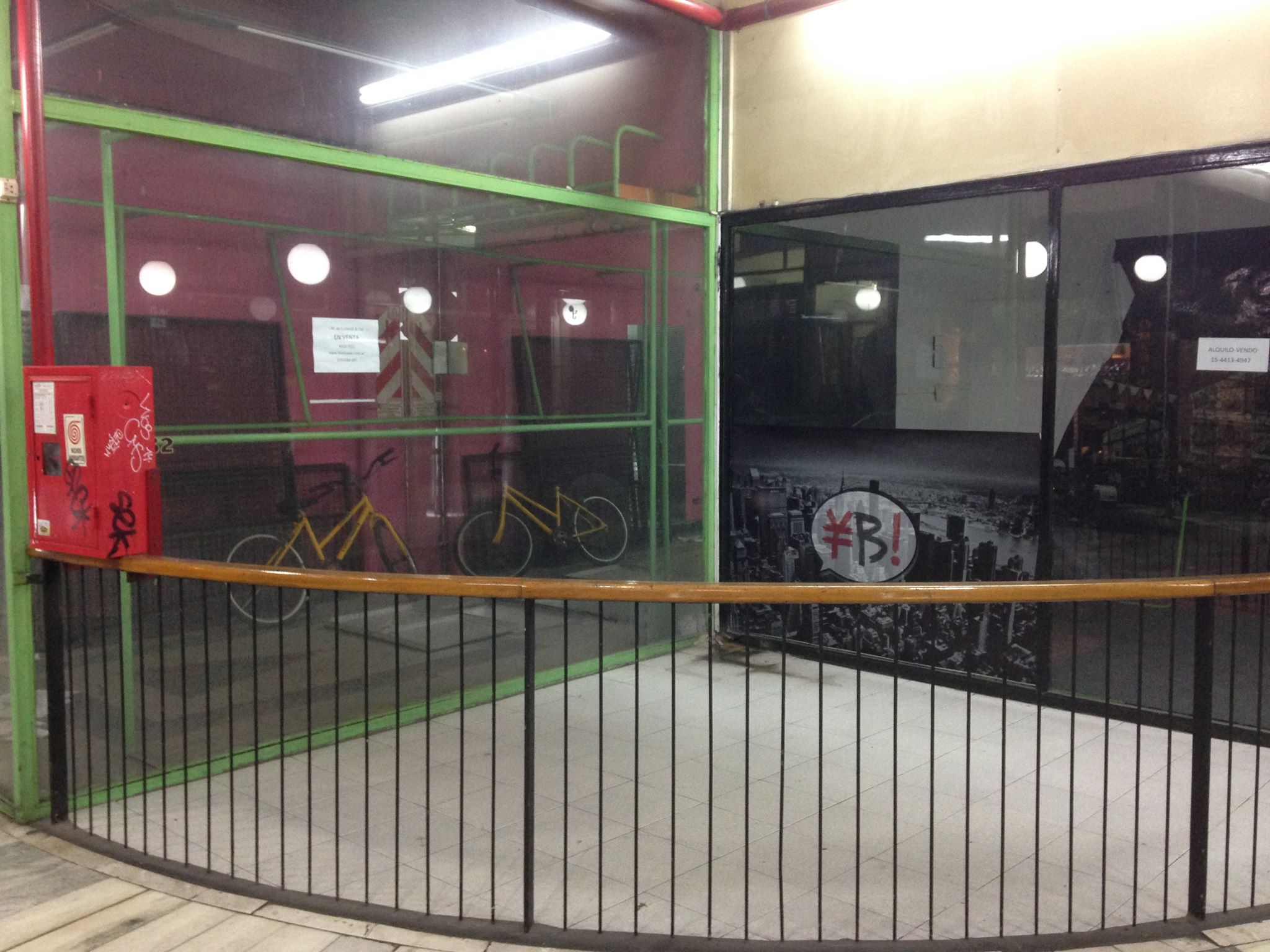 Com a crise, muitas lojas no centro de Buenos Aires fecharam