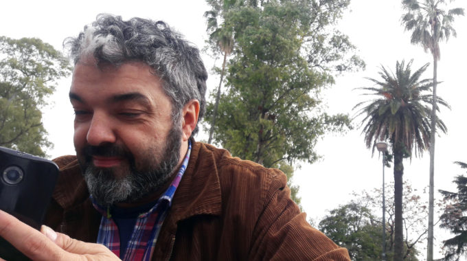 Javier Aparício, O El Mancha, Procura Uma Das Reportagens Em Que Sua História Como Operário Ilustrou A Crise Econômica.