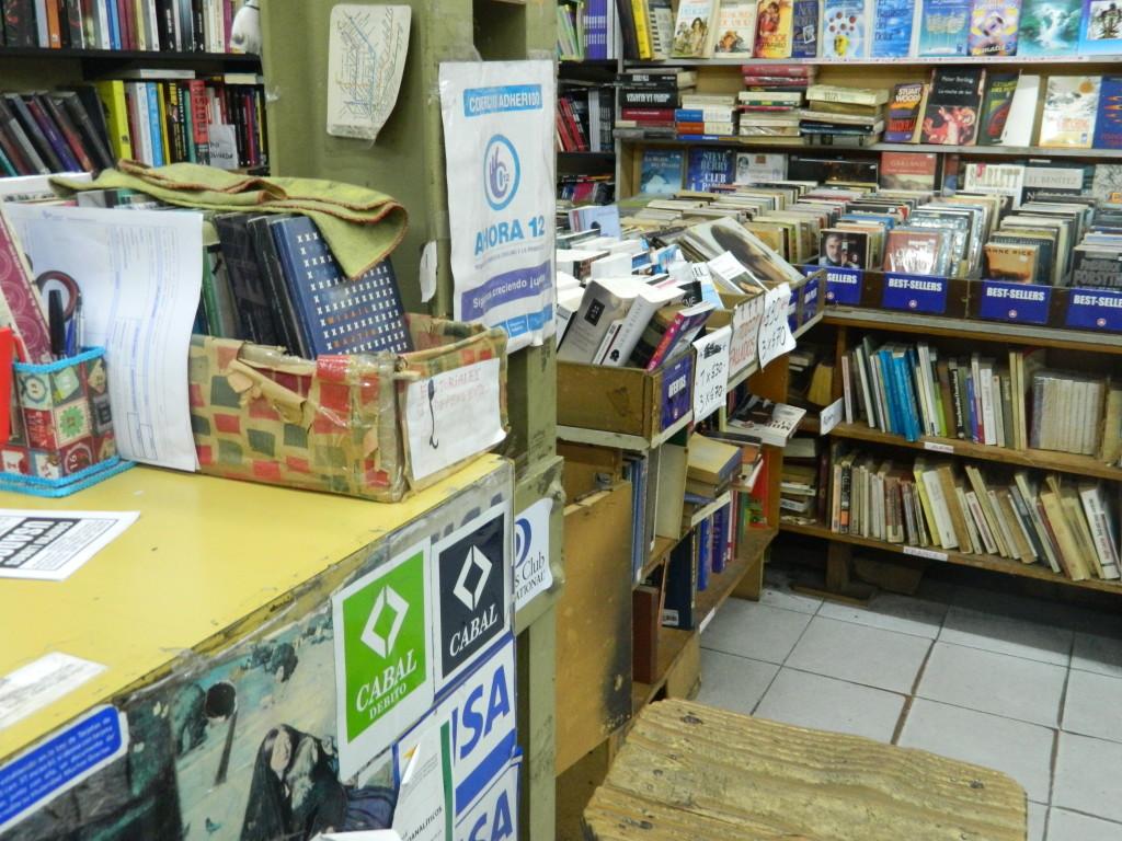 A livraria que Alejandro trabalha está no coração da Avenida Corrientes. Foto por: Beatriz de Deus