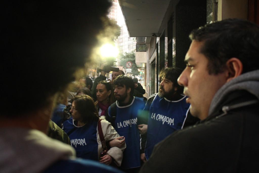Militantes do La Campora prontos e ansiosos para a recepção de Cristina. Foto por: Ethel Rudnitzki