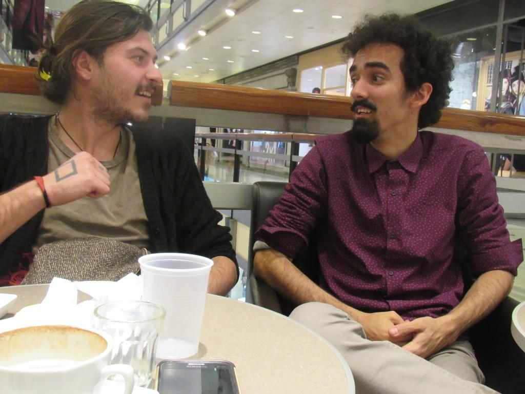 Yvens e Pavel se conheceram por conta da reportagem. Foto por: Barbára Garcia