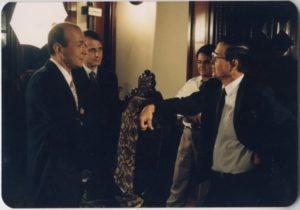 Francisco Figueroa com o ditador peruano Alberto Fujimori. Crédito: Acervo Pessoal
