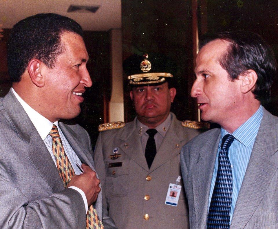 Figueroa e o Presidente da Venezuela, Hugo Chávez. Crédito: Acervo Pessoal