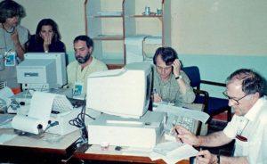 No escritório colombiano da Agência EFE, em 1994. Crédito: Acervo Pessoal