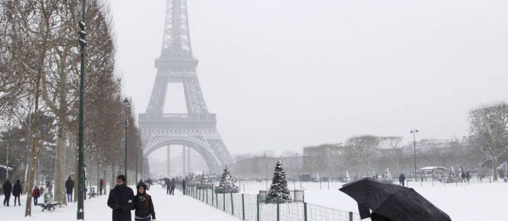 Área turística, na França, coberta por neve. (Crédito: Jhon Schults / Agência Reuters)