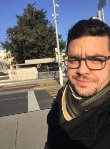 O brasileiro Danilo Soares já visitou a França outras vezes, mas nunca havia estado em Paris num período tão frio como atualmente. (Foto: Arquivo pessoal)