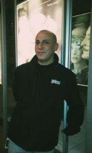 Paco Vazquez trabalha no cine Golem há 27 anos. Já esteve com Almodóvar e projetou filmes de David Lynch. Crédito: Bárbara Garcia