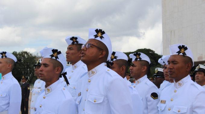 Cerimônia De Troca Da Bandeira Mexe A Rotina Da Marinha Em Brasília