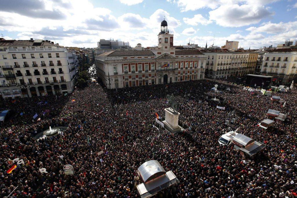 """Vista da Puerta del Sol, em Madri, onde milhares de pessoas se concentraram na """"Marcha pela mudança"""". 31 de janeiro de 2015. Foto: EFE/Chema Moya."""