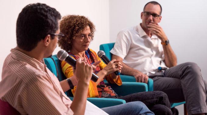 O Jornalista Lucas Ferraz (à Esquerda), Da Agência Pública, Mediou O Debate Entre Paula Cesarino E  João Paulo Charleaux (Foto: Iuri Barcelos/Agência Pública)
