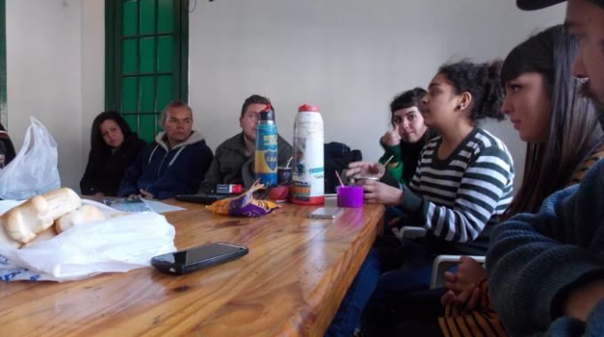Los Corresponsales Barriales, En Sus Encuentros Semanales Pactados Los Días Miércoles, Comparten Pan, Galletitas Y Mucho Mate.