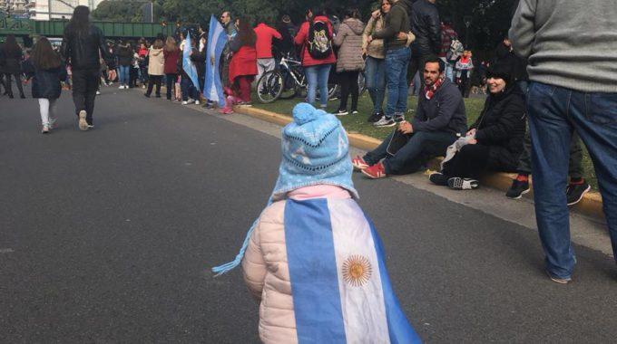 Em Meio às Celebrações Do Dia Da Independência, Protestos Acontecem Pelas Ruas De Buenos Aires